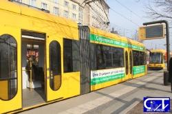 Die Straßenbahn bringt uns in die City